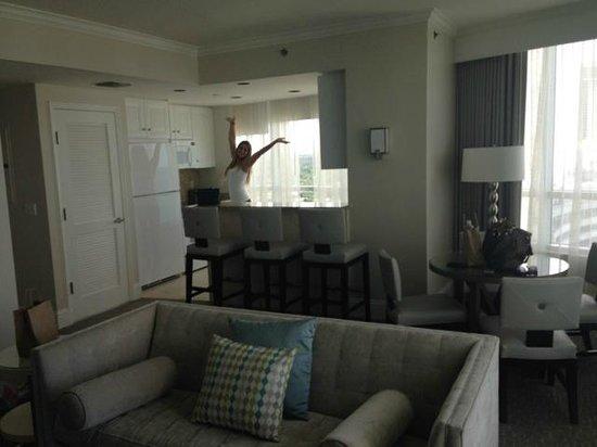 Fontainebleau Miami Beach: kitchen