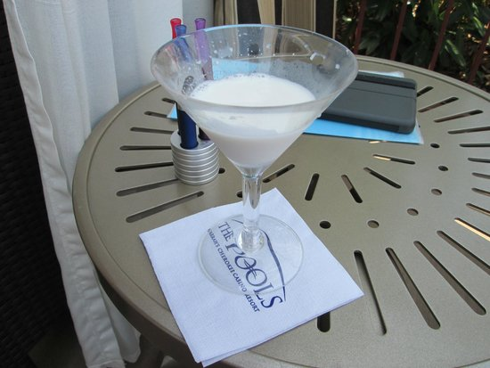 Harrah's Cherokee Casino Resort: coconut cake martini -yum
