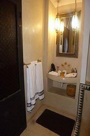 Riad Dar Ftouma: Le mini vasque salle de bain