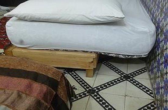 Riad Dar Ftouma: Matelas trop grand ou sommier trop petit