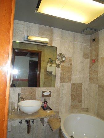 Hotel Saturnia & International : More bathroom photos