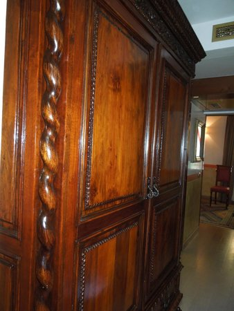 Hotel Saturnia & International : Antiques