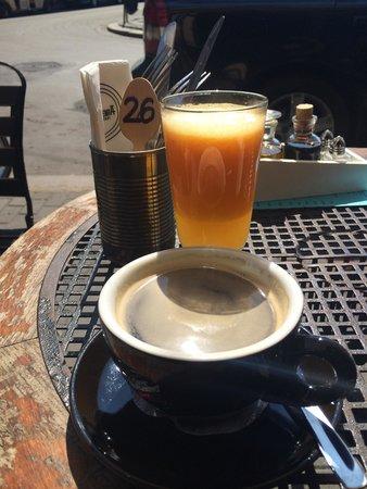 Alchemia : Petit dej en terrasse sous le soleil de Krakow :)