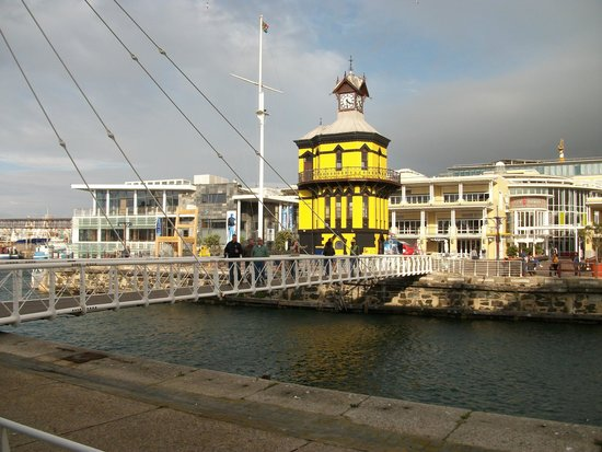 Victoria & Alfred Waterfront: View across the swing bridge.