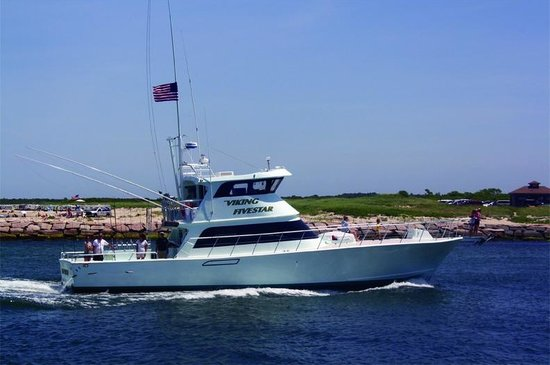 Montauk luxury charter boat viking fivestar picture of for Charter fishing boats long island