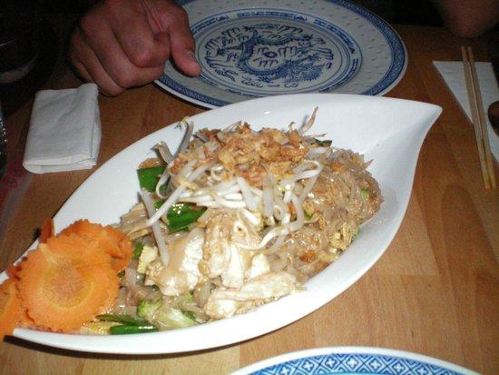 Taleh Thai: noodles con pollo e verdura