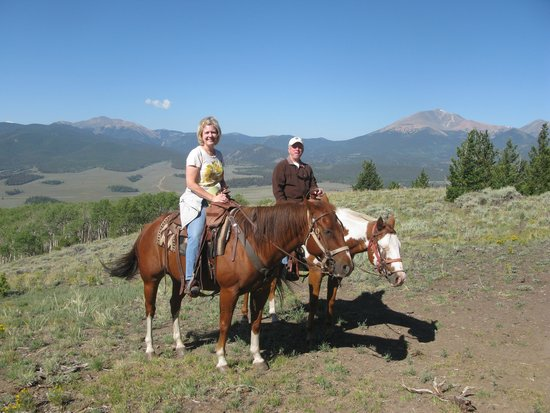 Granite Mountain Outfitters: Great mountain vista!