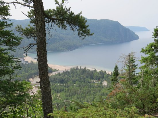 Lake Superior Provincial Park: View from Nokomis Trail (beach Old Woman Bay)