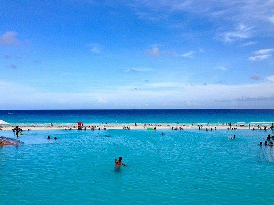 The Westin Lagunamar Ocean Resort: One of 3 Awesome pools