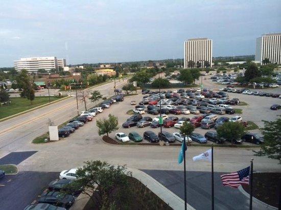 Le Meridien Chicago - Oakbrook Center : View of adjacent parking lot