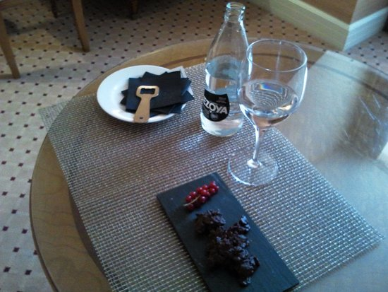 Melia Recoletos Hotel: Nice welcome from the management!