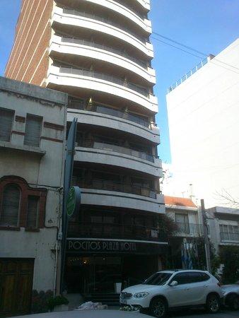 Pocitos Plaza Hotel: HOTEL DESDE AFUERA