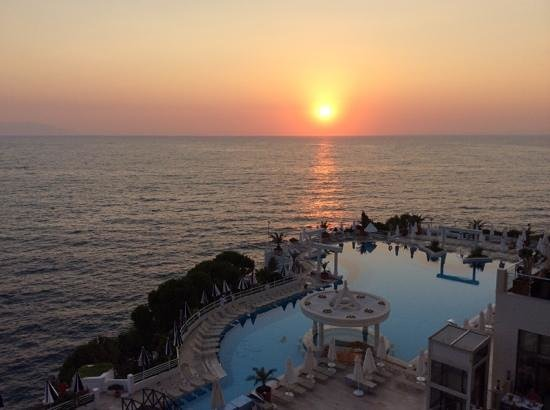 Korumar Hotel De Luxe: what a sunset!
