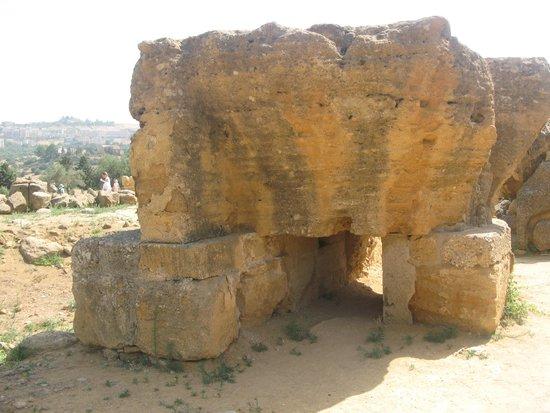 Valley of the Temples (Valle dei Templi): Statua