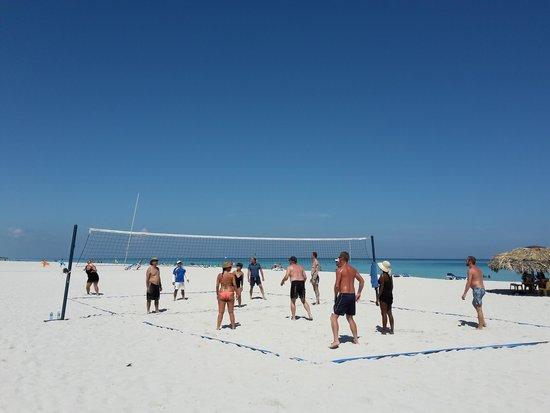 Royalton Hicacos Varadero Resort & Spa: пляжный волейбол