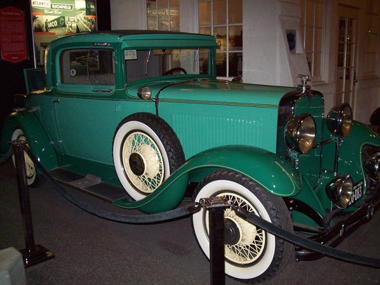 Petersen Automotive Museum : History on wheels at the Petersen