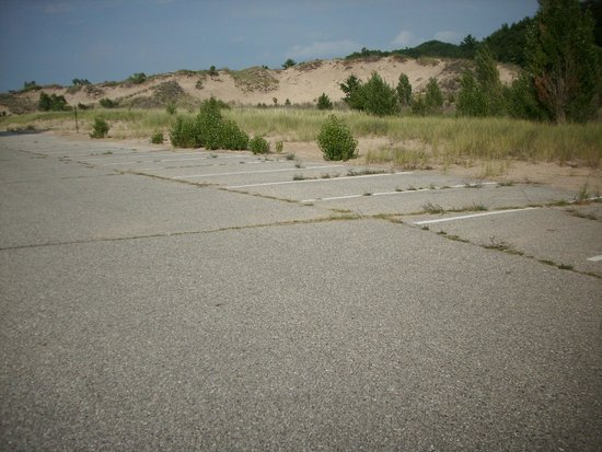 Oval Beach : Mother Nature reclaims the parking lot