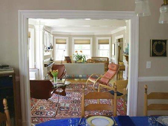 Blue Highlands Bed and Breakfast: Living room