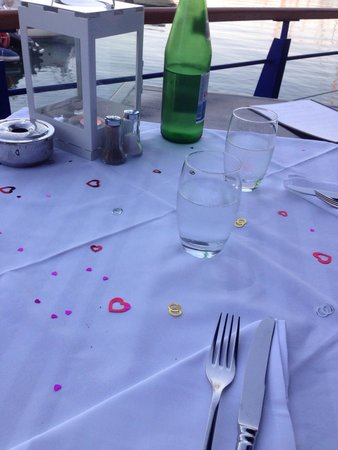 Restaurante Akvavit : Knowing it was our wedding anniversary, the staff made an effort with the table.