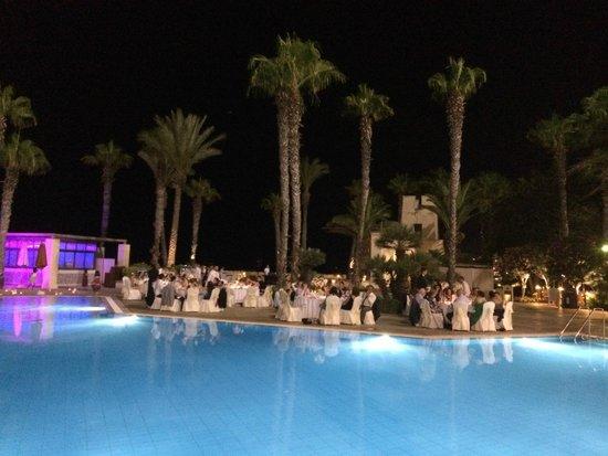 Hilton Malta : Evening at the pool/dinner