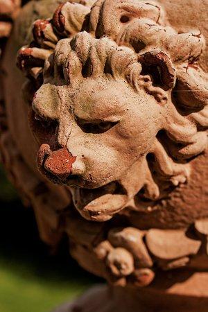 Palace of Gold: Lion Vase