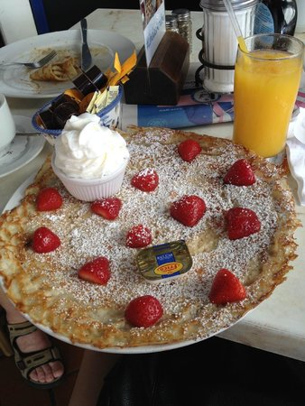 Linda's Dutch Pancakes: Strawberries & Cream Dutch Pancake