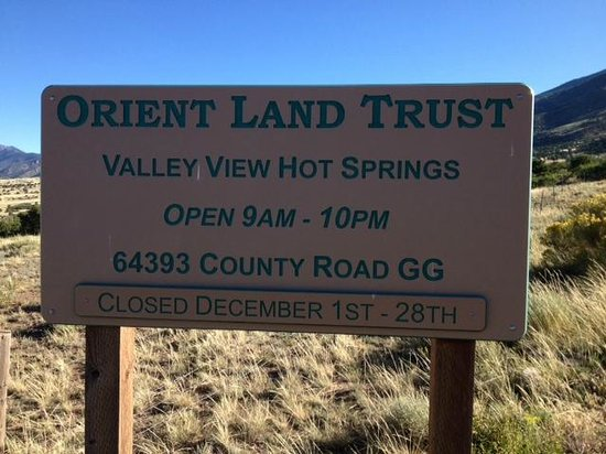 Orient Land Trust / Valley View Hot Springs : Welcome sign