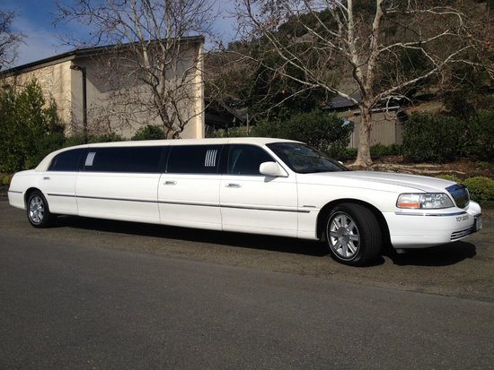 Stretch Lincoln Town Car Limousine For Up To 8 People Picture Of