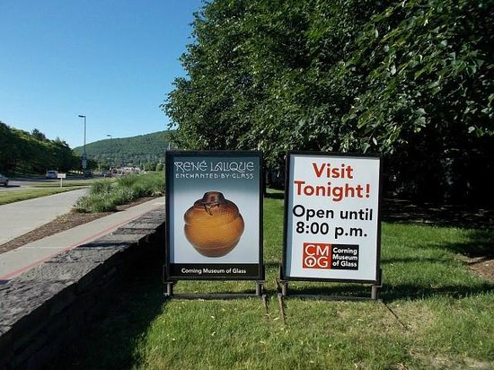 The Corning Museum of Glass: Curent exhibition signs