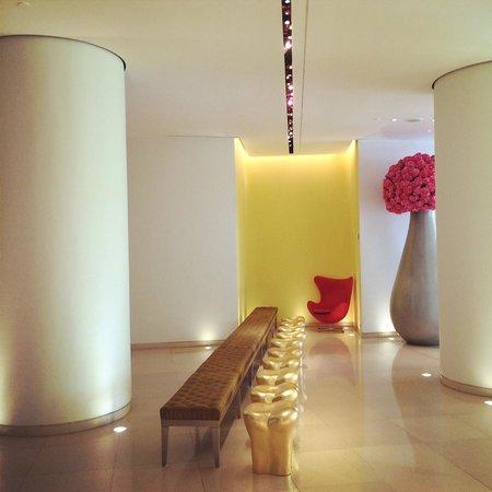 St Martins Lane London Hotel: Lobby