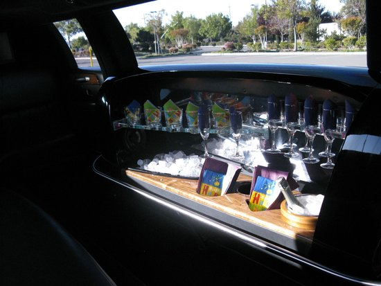 12 Passenger Bus And 8 Passenger Stretch Limo Picture Of Amax Limo