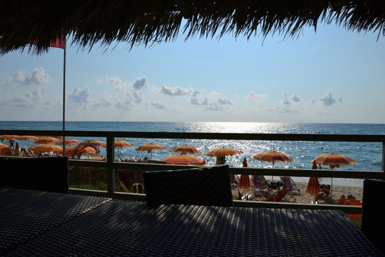 Hotel Villaggio Stromboli : Вид на море из кафе на пляже