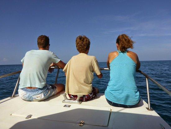 Samara Adventure Company: Kids in front spotting dolfins