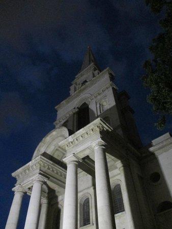 SANDEMANs NEW Europe - London: Ponto final do tour, rua na qual a última vítima de Jack estripador foi encontrada morta.