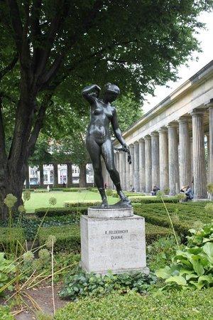 Museumsinsel: Estátuas entre os museus