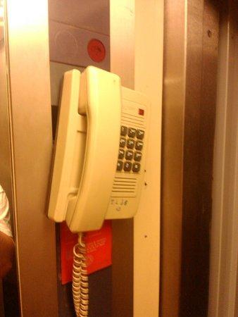 Meriem Hotel: Interphone ascenseur