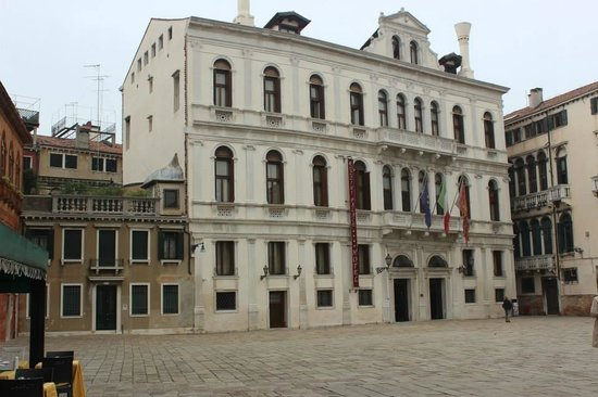 Ruzzini Palace Hotel: Outside of hotel (street side)