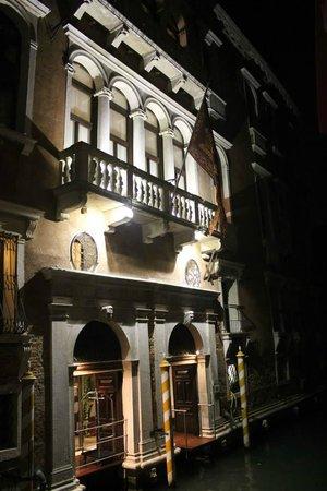 Ruzzini Palace Hotel: Hotel at night