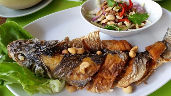 Fried fish with mango salad picture of tawana thai for Fried fish restaurant
