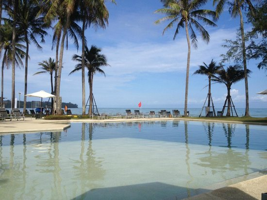 Outrigger Laguna Phuket Beach Resort : our daily view by the pool