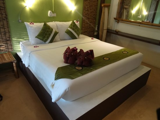Eden Beach Bungalows : Well layed out room