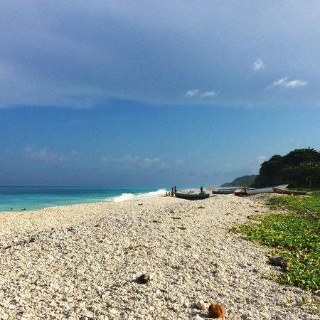Hotel Piratas del Caribe: The beach ouside the gates