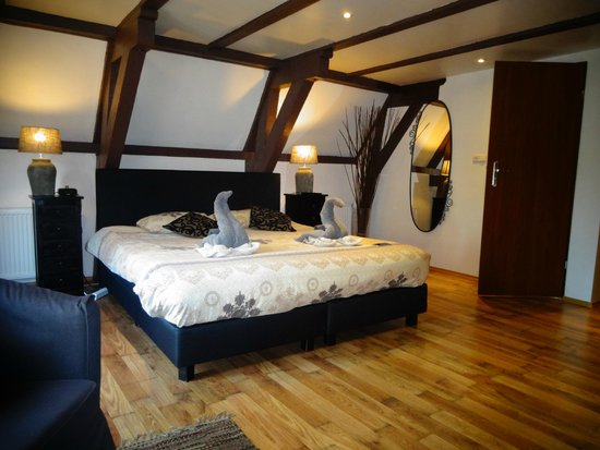 Crown Bed & Breakfast : Massive comfy bed