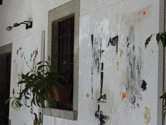 Montalbano: Particolare del portico