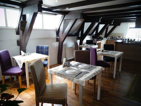 Crown Bed & Breakfast: Breakfast room