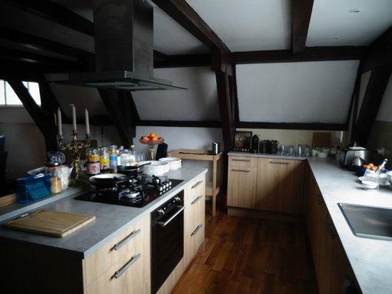 Crown Bed & Breakfast: Kitchen