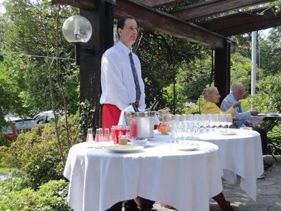 Montalbano: Cameriere/barman al servizio