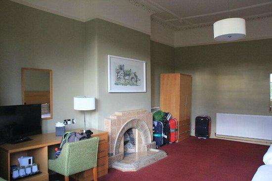 Fisher's Hotel: Habitación triple nº 116