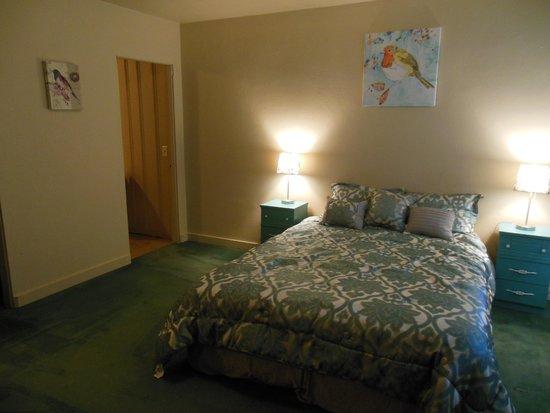Rogue River Inn : *