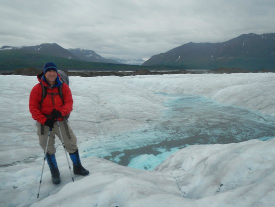 Kennicott Wilderness Guides - Day Trips : Crossing Nizina Glacier